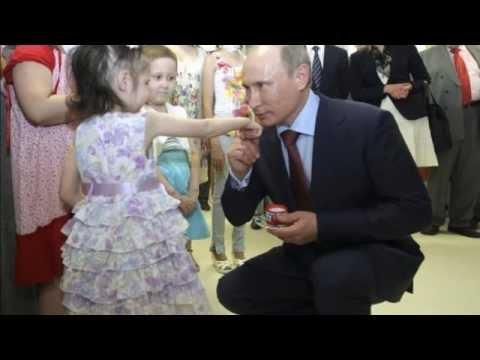 Зачем Путин целует детей