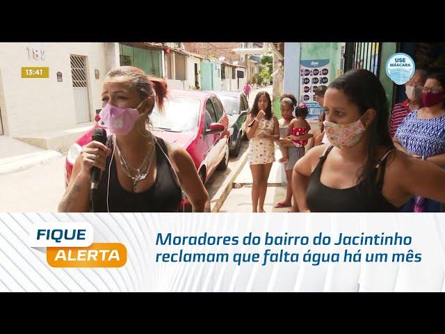 Moradores do bairro do Jacintinho reclamam que falta água há um mês