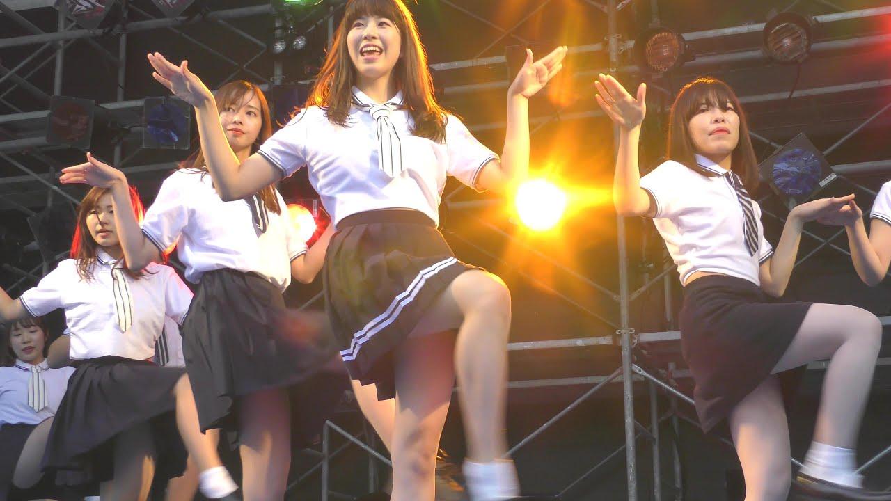 Female college student K-POP dance stage