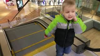 LEARNING TO USE THE ESCALATOR PART 1!