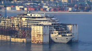 """سفينة """"كوستا كونكورديا"""" تقوم بأخر رحلة  قبل تفكيكها  12-5-2015"""