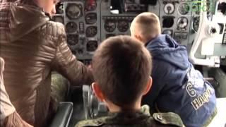 Экскурсия в аэропорту для кадетов Биробиджана(Закончился учебный год, впереди ребятишек ждут летние каникулы. Воспитанники Православного военно-патриот..., 2014-06-05T10:49:49.000Z)