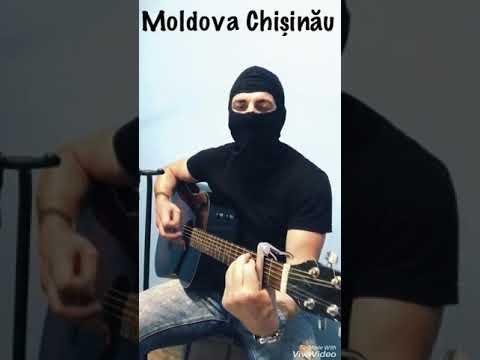Băiatul cinta despre , Chisinau Moldova .