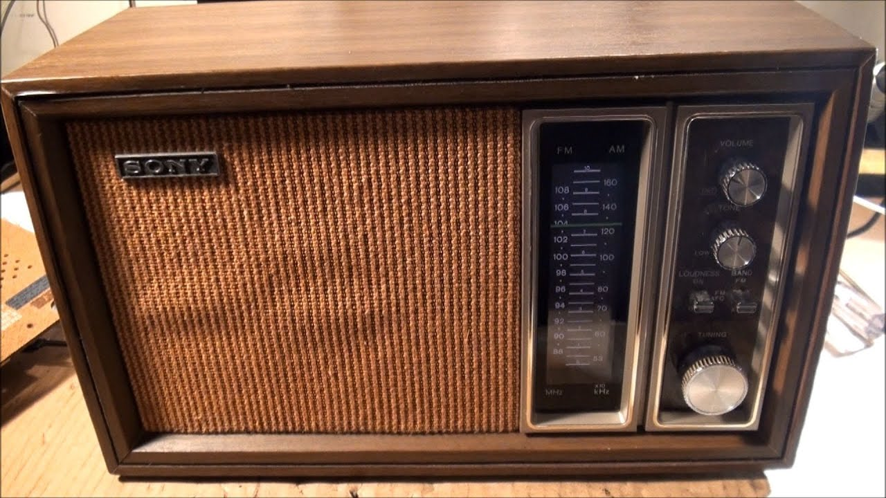 1970 39 s sony am fm tabletop radio tfm 9450w youtube. Black Bedroom Furniture Sets. Home Design Ideas