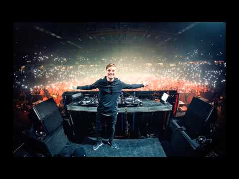 Martin Garrix - Slow Us Down (UMF 2016)