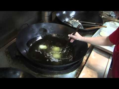 Making Jin Dui at Chinatown Express - Frolic Hawaii
