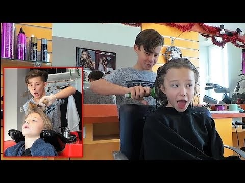PRANK - Gabin teint les cheveux de Lili en bleu pour le Nouvel An