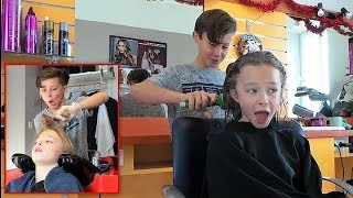prank-gabin-teint-les-cheveux-de-lili-en-bleu-pour-le-nouvel-an
