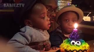 おかしい子供たちを見ながら笑い攻撃を保証するビデオが失敗する