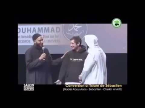 فيديو: العريفي يحاول إقناع شاب غير مسلم بالقرآن
