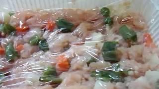 鶏の胸ミンチに、残り野菜や冷凍野菜を混ぜて (おくら、じゃがいも、に...