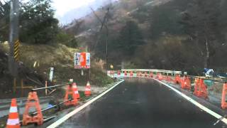 福島第一原発20キロ圏内へ突入。 なぜか道路工事現場