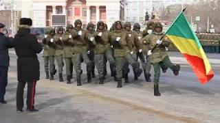Военные из Республики Конго маршируют на параде в Омске (23.02.2019)