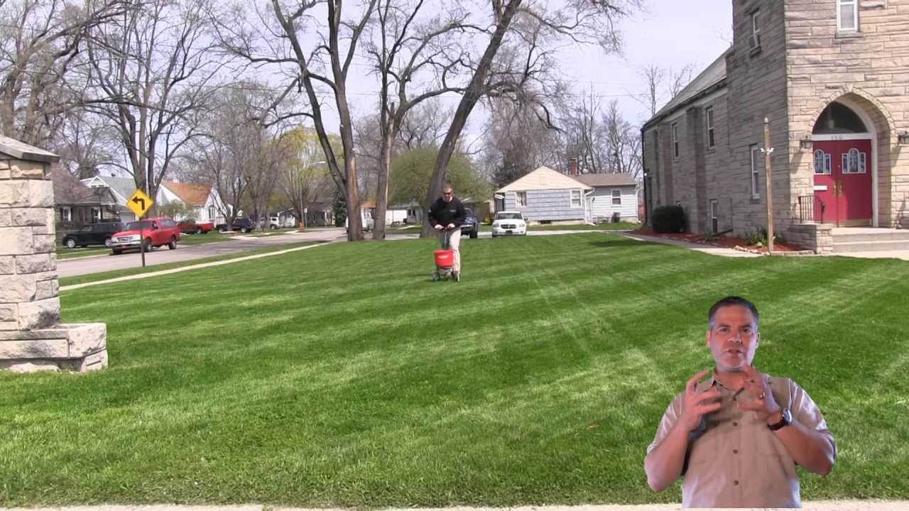 How To Fertilize The Lawn | Apply Lawn Fertilizer