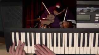 Chorus and bassline of Feel Good Inc. by Gorillaz on piano/keyboard (easy)