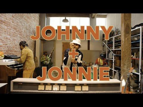 Смотреть клип Twin Shadow - Johnny And Jonnie