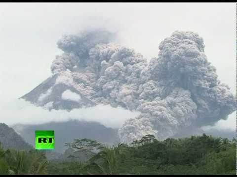 Video of new powerful Merapi volcano eruption in Indonesia