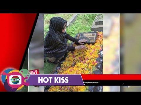 HOT KISS - BERZIARAH KE MAKAM AYAH! Tanda Syahrini Minta Restu untuk Menikah dengan Reino Barack?