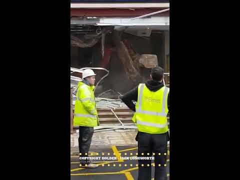 Unpaid contractor destroys travelodge FULL VIDEO- CREDIT: Idiot UK Drivers Exposed