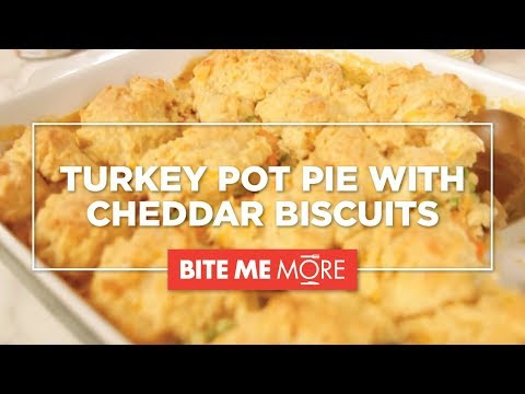 DINNER RECIPESimple Turkey Pot Pie with Cheddar Biscuits