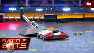 Beta vs. Lucky - BattleBots thumbnail