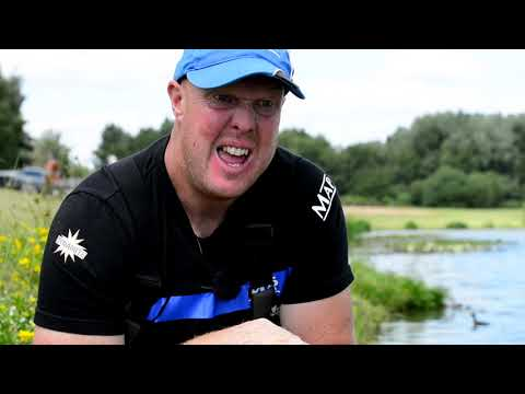 Waggler Fishing For Carp With Pellets - Andy May - Larford Lakes