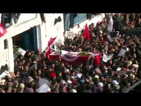 Début des funérailles de Chokri Belaïd dans la banlieue de Tunis - 08/02