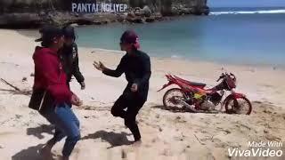 Download Video Crew idiot MP3 3GP MP4
