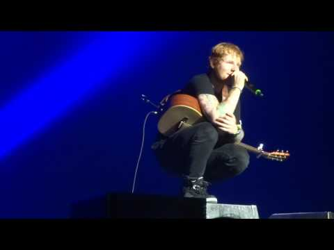 ed-sheeran---give-me-love-@-the-forest-national,-brussels-04/11/14