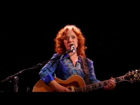 Bonnie Raitt - Angel From Montgomery - Newark 07-06-2017