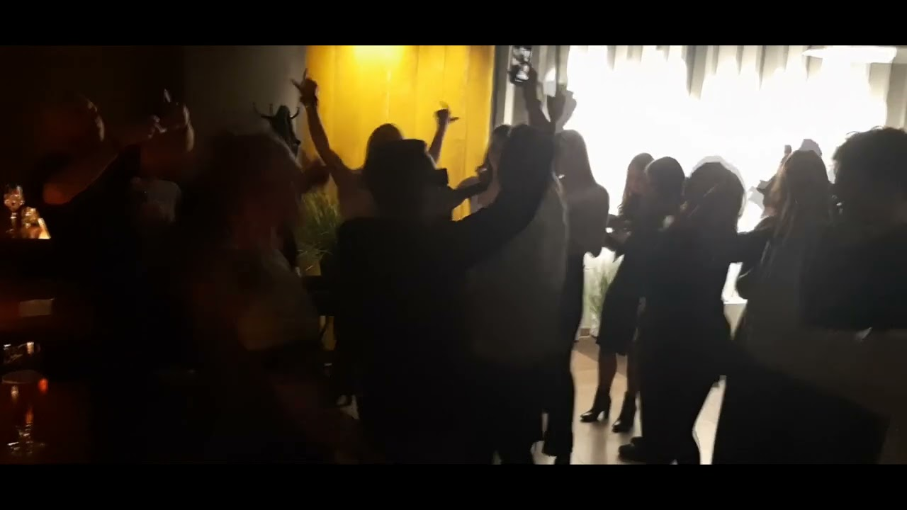 Cypis śpiewa ''JBĆ PIS'' na urodzinach fanki