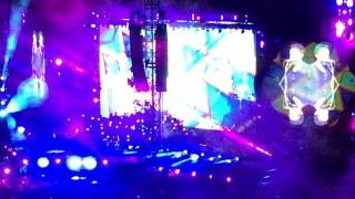 Coldplay - Miracles (Someone Special) Feat Big Sean 4.7.2017 Milan