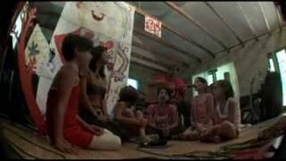 Смотреть клип Lenka - Don'T Let Me Fall