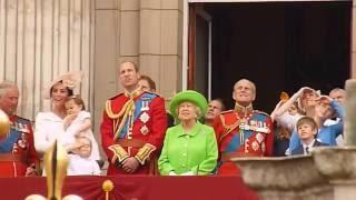 فيديو لقطة طريفة تجمع الأمير ويليام وجدته الملكة إليزابيث التي نهرته بشكل مضحك!