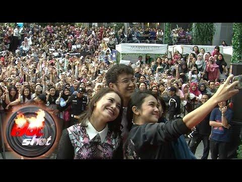 Lautan Fans Di Surabaya Sambut Bintang Film London Love Story - Hot Shot 24 February 2017