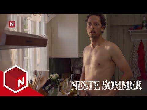 Per Ivar blir overrasket naken av moren til Eva | Neste Sommer | TVNorge