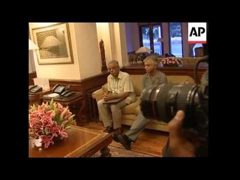 Sri Lankan FM meets Indian PM Manmohan Singh