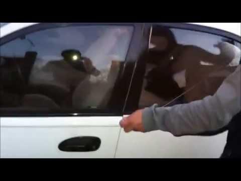 Como abrir la puerta de tu carro sin la llave....
