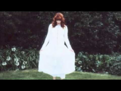 """Florence And The Machine- """"Blinding"""" Acoustic Rain Version"""