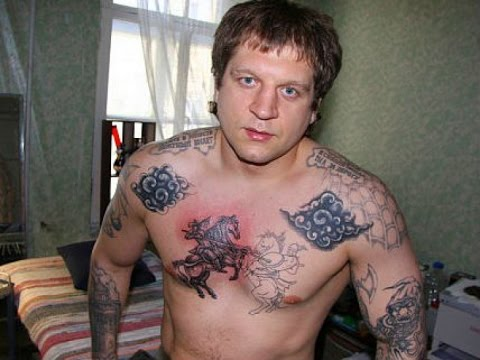 Емельяненко  ПОСТРОИЛ  Зеков Сокамерников в Тюрьме