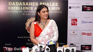 Kajol H0T Looks In 0PEN Saree & Blouse At Dadasaheb Phalke Award 2019