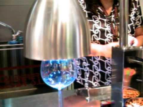 Articube congelaci n de copas y vasos instant nea youtube for Copas y vasos para bar