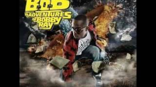 B.o.B - Airplanes Part. 2 (Ft. Eminem, Hayley Williams) [CDQ] W/Lyrics
