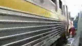 Video passage du train au milieu du marché download MP3, 3GP, MP4, WEBM, AVI, FLV November 2017
