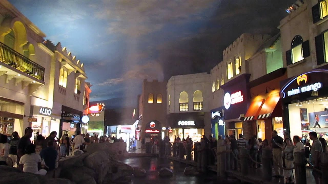 Las Vegas - 14 of 16 - Planet Hollywood - Miracle Miles Shop - Free Show -  Rainstorm