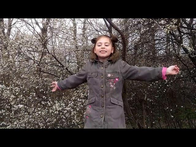 Изображение предпросмотра прочтения – УльянаДобровольская читает произведение «Снег теперь уже не тот» С.Я.Маршака