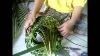 Repeat youtube video การสานหมวกจากใบมะพร้าว