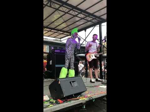 """Boris the Sprinkler Live 2018, """"Sidewalk Sidewalk Yeah Yeah Yeah"""""""