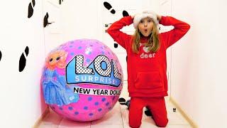 Polina encontró una gran bola jajaja o Santa existe