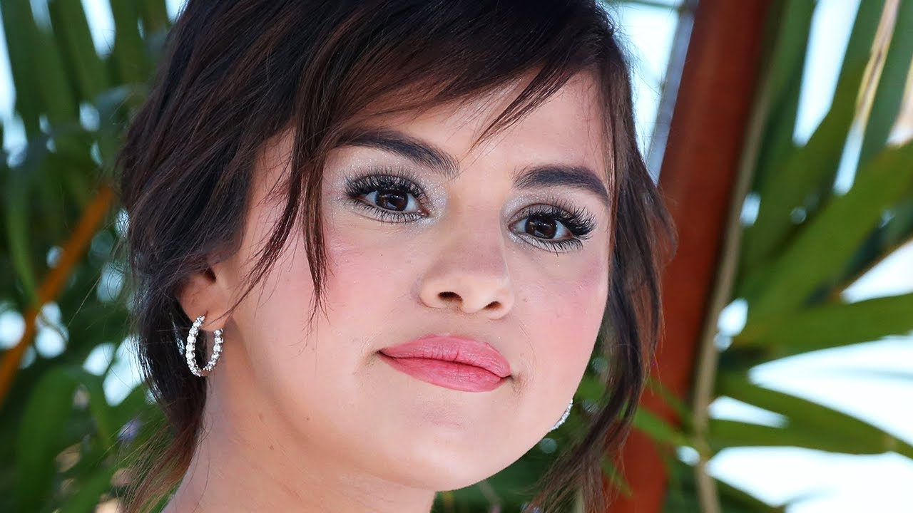 Selena Gomez Caught Creeping On Justin Bieber | Hollywoodlife